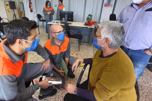 Isabel Alonso Dávila conversó con los trabajadores de la fabrica de Bridgestone en Burgos sobre su libro
