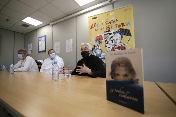Toti Martínez de Lezea durante su encuentro con los trabajadores de Plastic Omnium en Arévalo para conversar a propósito de su libro